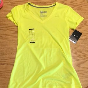 NEW WITH TAGS NIKE T-SHIRT!